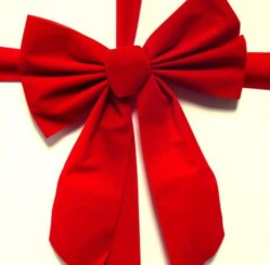 How to Make Bows for Christmas Trees With Wired Ribbon