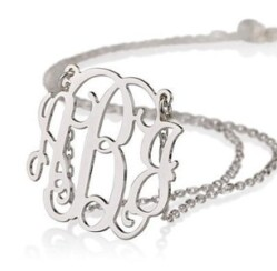 Dazzle Her with Personalized Jewelry